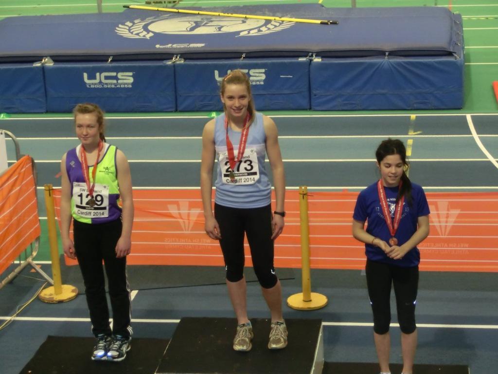 Natalia_and_Ellie - Cardiff Indoor hurdles_Jan 2014 - Low res